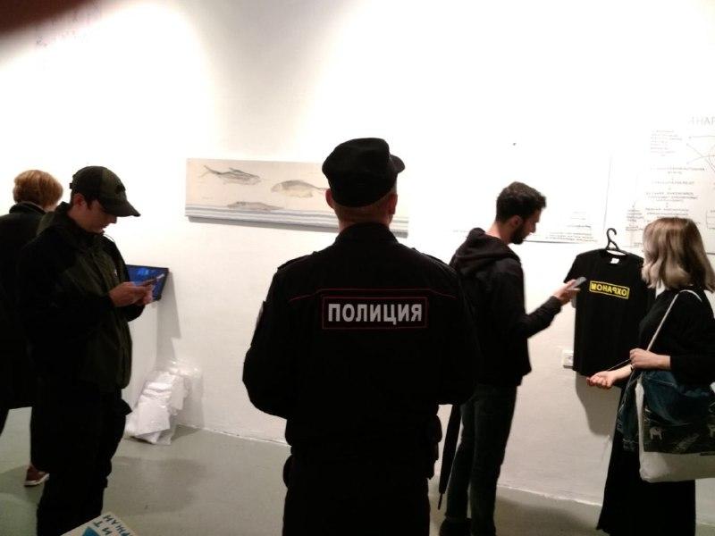 """фото ЗакС политика На выставку солидарности с фигурантами дела """"Сети""""* пришли полицейские"""