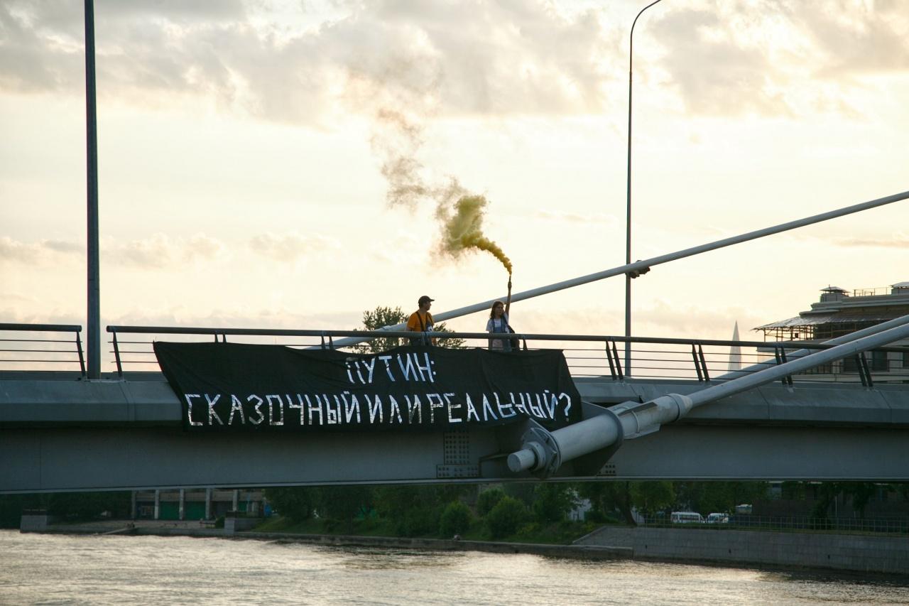 фото ЗакС политика Участника петербургской «Открытой России» повторно задержали за баннер о Путине