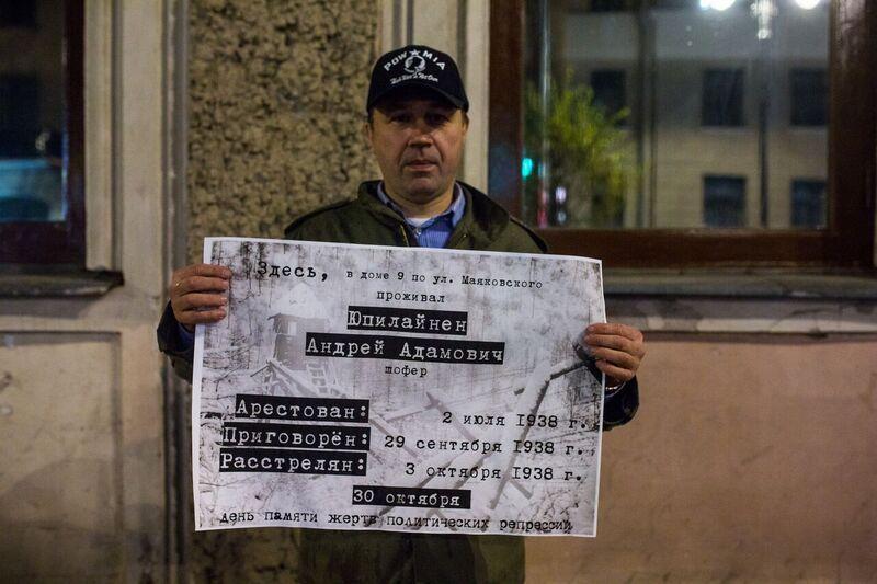 фото ЗакС политика Задержанный за баннер с вопросом о Путине петербуржец рассказал, что его заковали в наручники