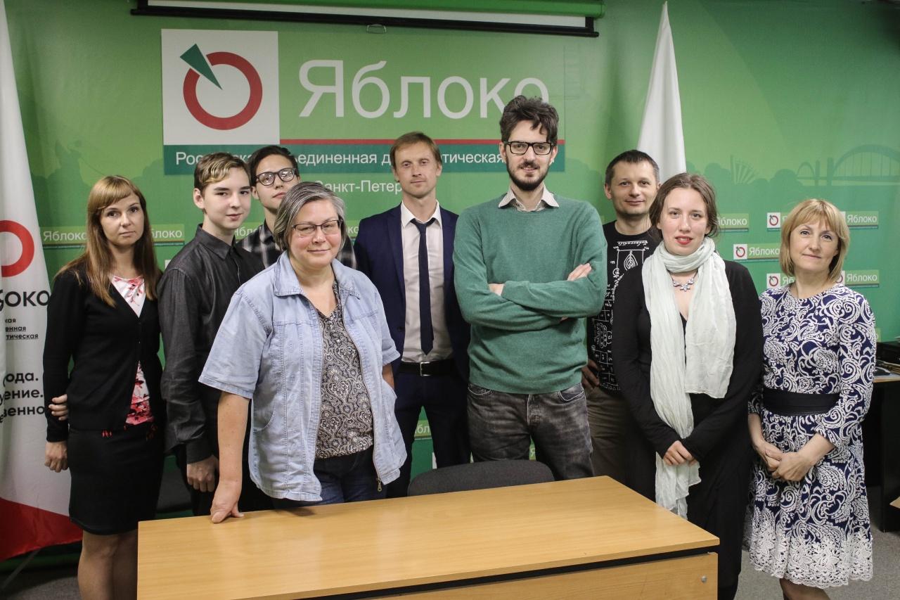 фото ЗакС политика «Яблоко» пытается отозвать своих кандидатов в мундепы в МО «Черная речка»
