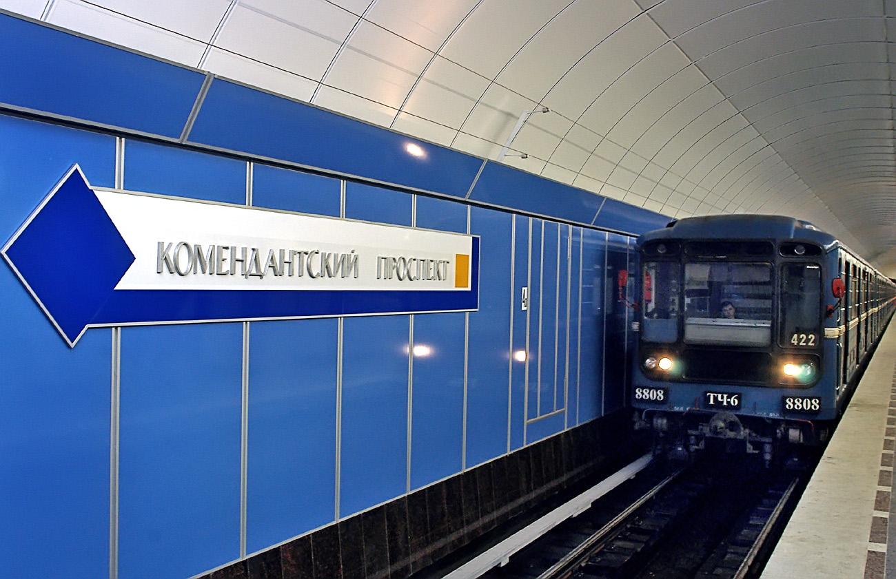 """фото ЗакС политика На ближайшей неделе метро будет работать по """"графику выходного дня"""""""
