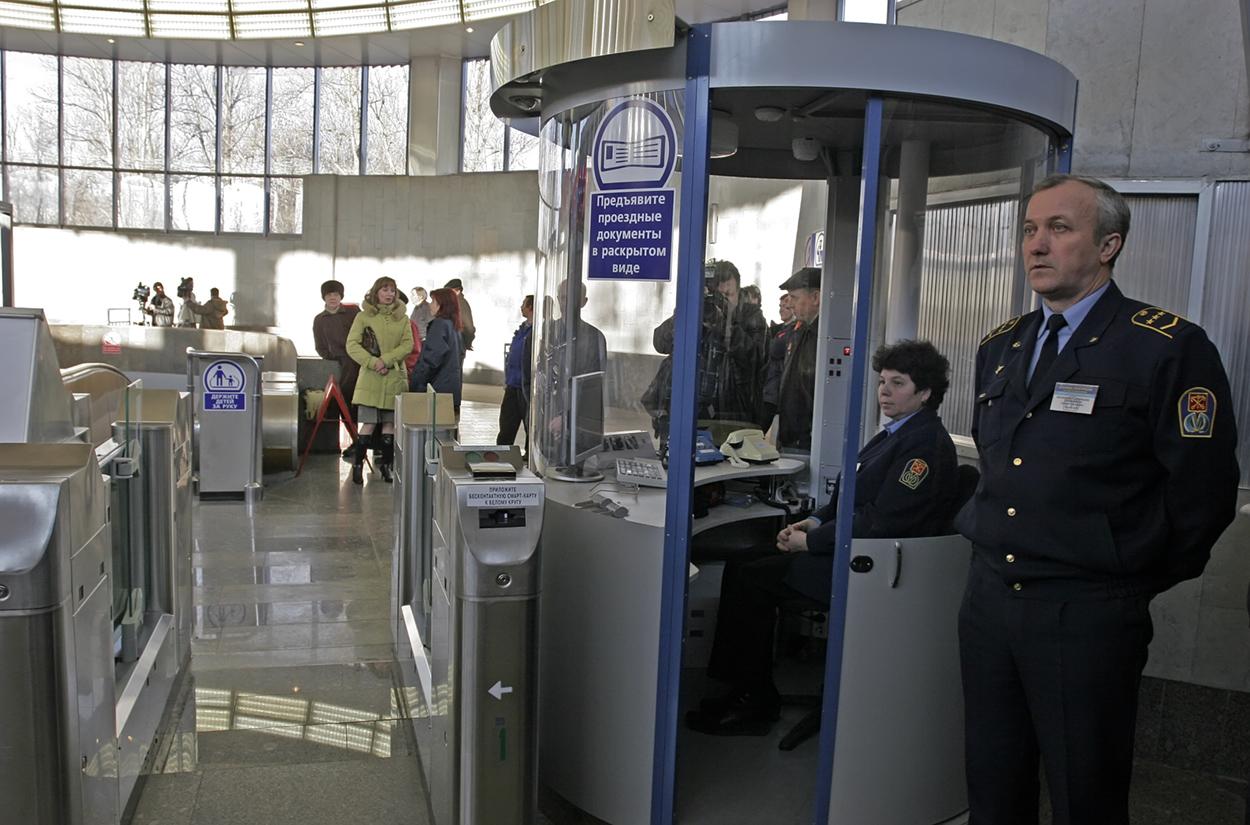 фото ЗакС политика Петербургское метро сокращает часы работы