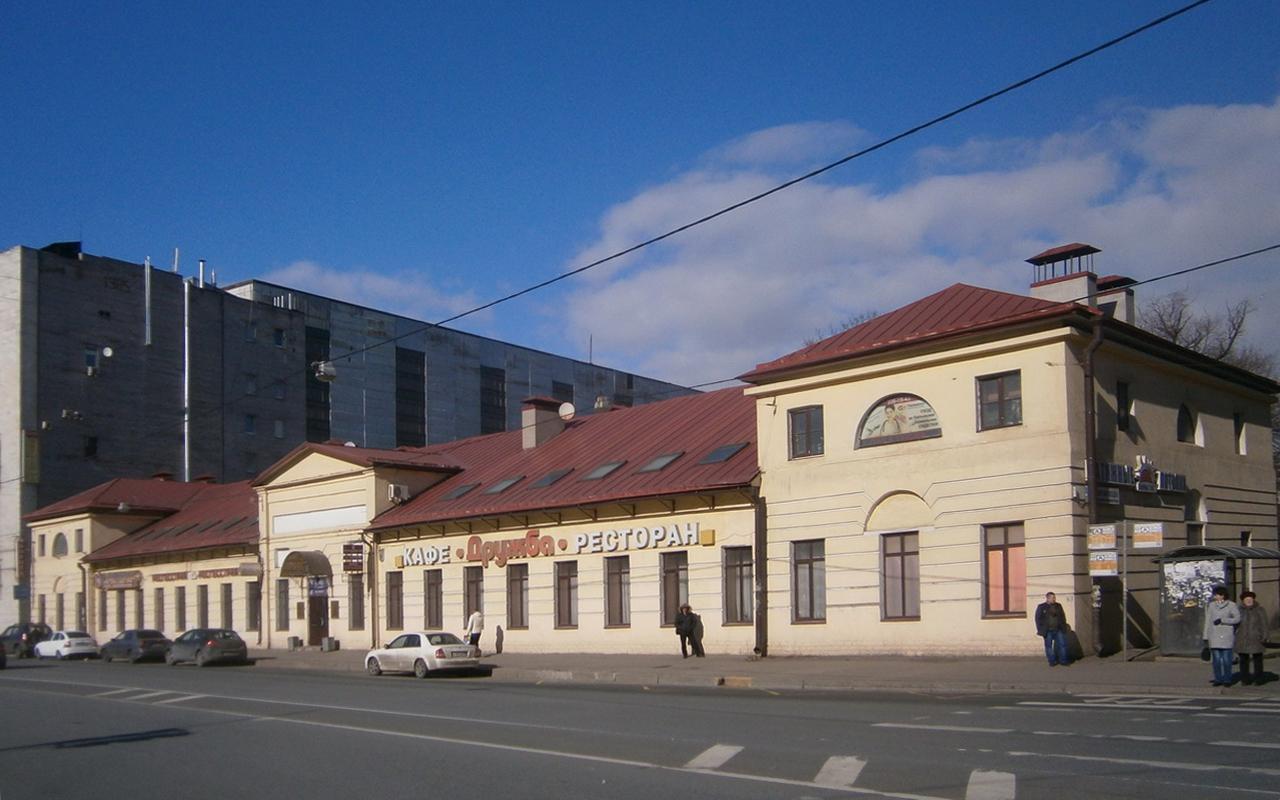фото ЗакС политика Собственника исторических казарм в Невском районе обязали восстановить их после реконструкции