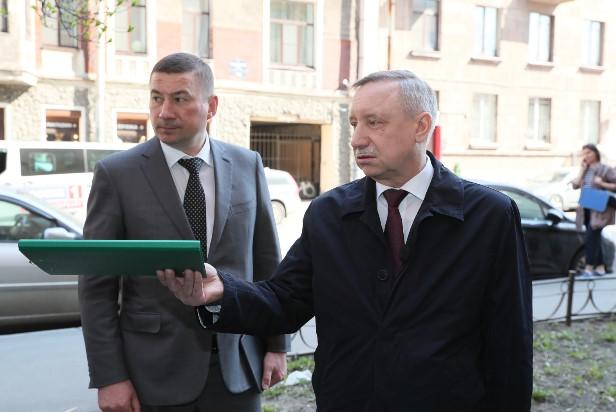 фото ЗакС политика На папки для Беглова потратят больше полумиллиона рублей