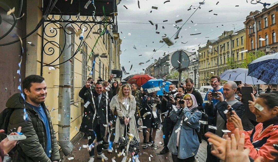 фото ЗакС политика После 10 суток ареста Пивоваров и Шуршев вышли на свободу