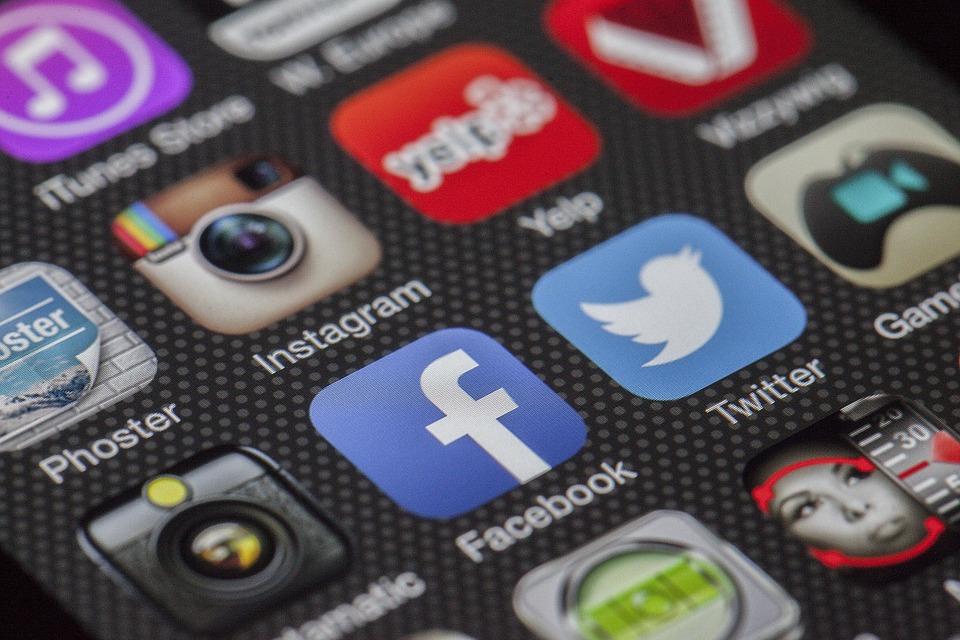 фото ЗакС политика Чиновникам в Югре запретили материться в соцсетях и лайкать посты с критикой власти