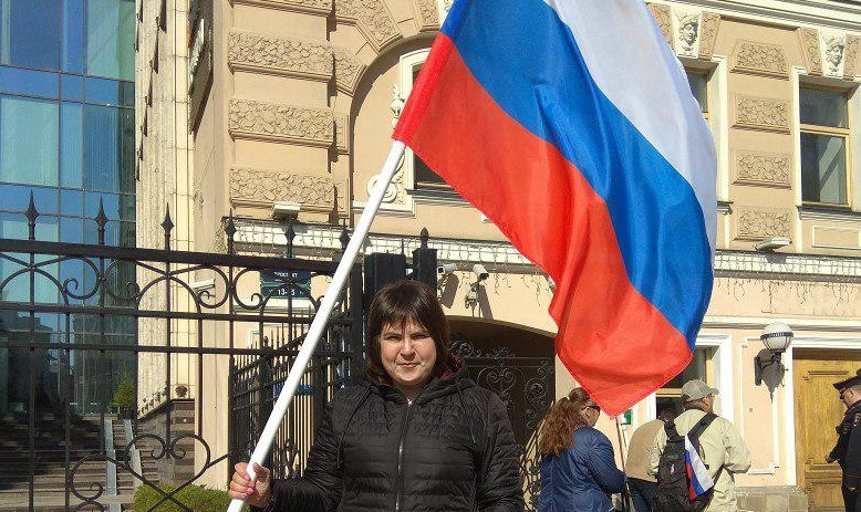 фото ЗакС политика Активистка, которой на Первомае сломали плечо, написала заявления в УСБ и полицию