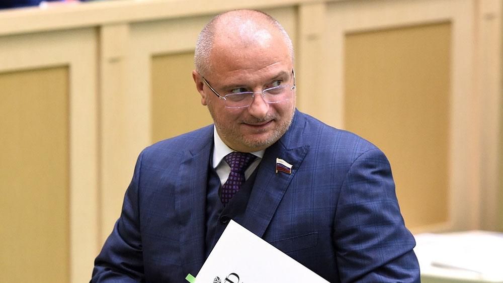 фото ЗакС политика ЗакС Петербурга все-таки рассмотрит законопроект о неуважении власти к народу