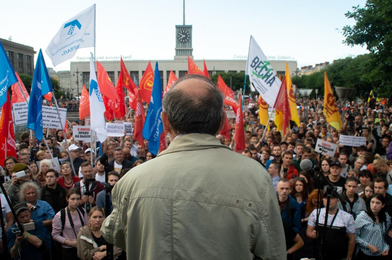 фото ЗакС политика Смольный согласовал «Яблоку» митинг против переезда СПбГУ