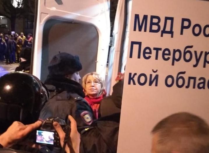 фото ЗакС политика Депутата ЗакСа Ходунову задержали во время шествия КПРФ