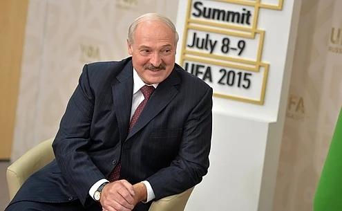 фото ЗакС политика Лукашенко о выборах главы Беларуси: Я посиневшими пальцами за кресло держаться не буду