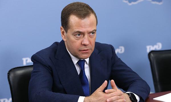 """фото ЗакС политика """"Я из этого чата живым не уйду"""": Медведев поддержал идею создать чат единороссов"""