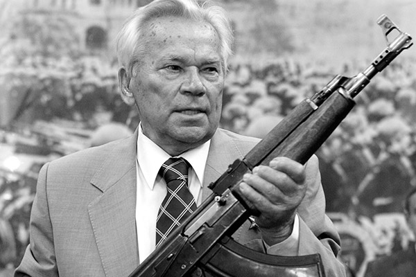 фото ЗакС политика Памятник Михаилу Калашникову установили у Артиллерийского музея