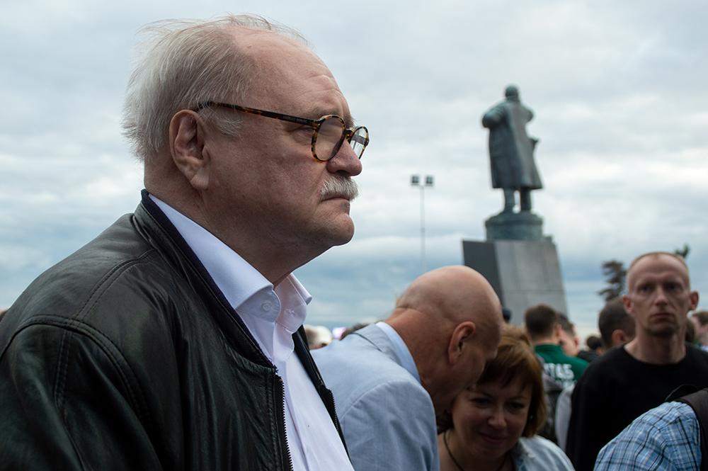 фото ЗакС политика Вопреки уговорам Миненко Бортко подал в ГИК заявление о снятии с выборов