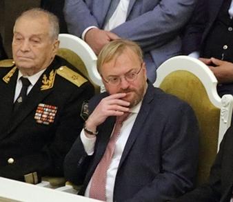 фото ЗакС политика Милонов просит правительство раздать малоимущим семьям новогодние наборы