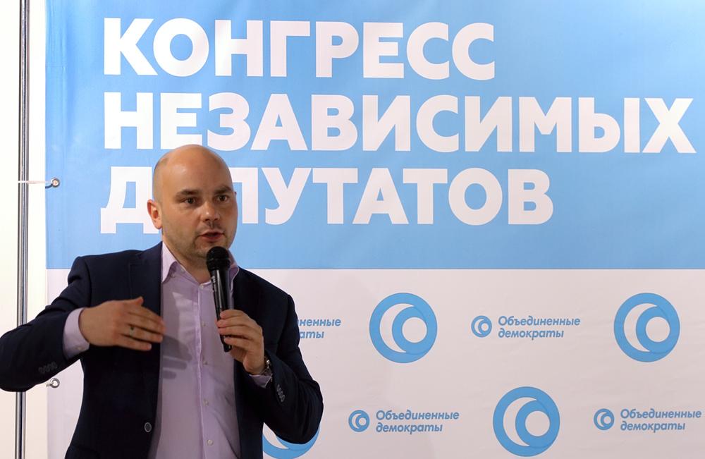 фото ЗакС политика Пивоваров заступился за мундепа Грудина, которого пытаются отправить в армию