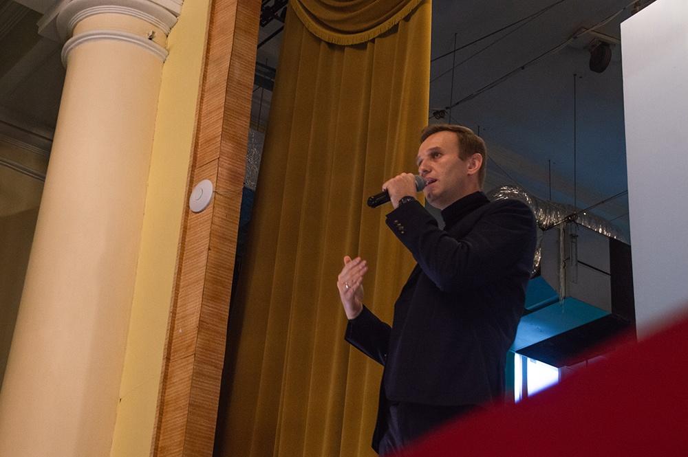 фото ЗакС политика Навального отпустили из отдела полиции