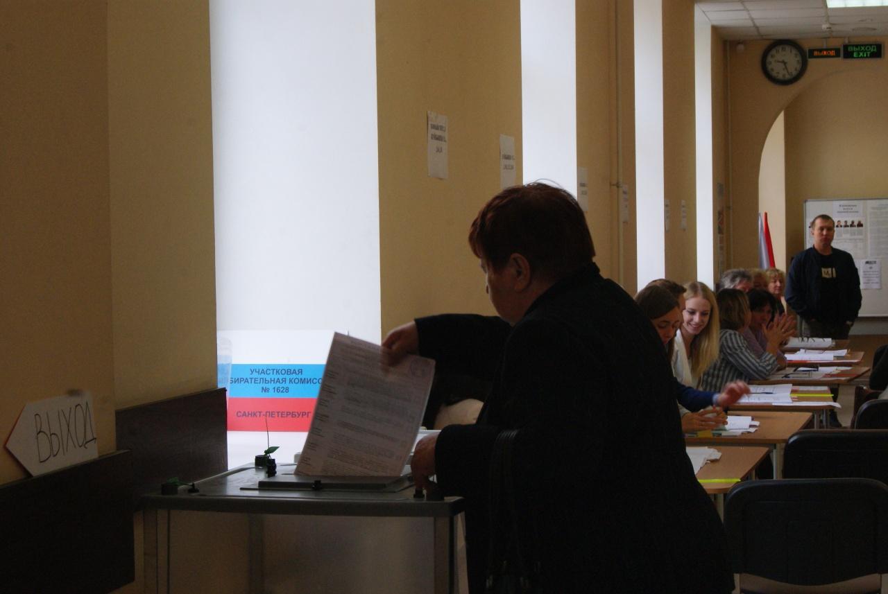 """фото ЗакС политика Председатель ИКМО """"Озеро Долгое"""" отказалась выдавать кандидатам от оппозиции копии жалоб"""