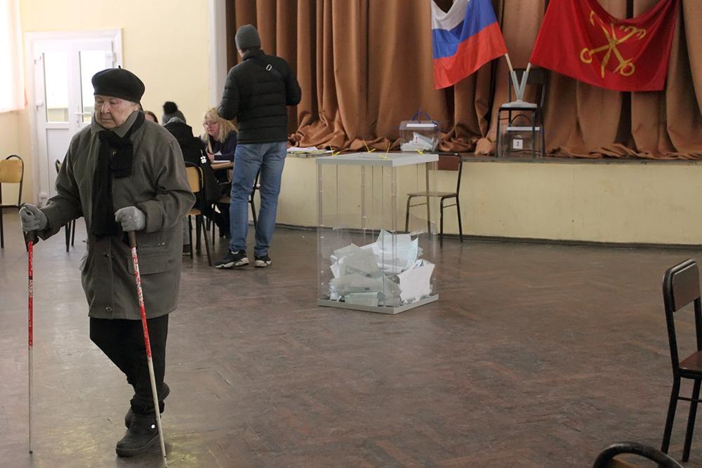фото ЗакС политика Волонтеры будут помогать избирателям-инвалидам на выборах губернатора