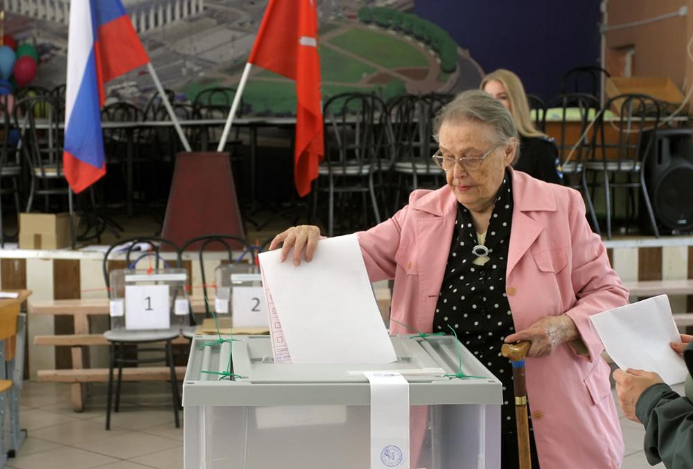 фото ЗакС политика Видео с пересчета голосов УИК №172 опровергает слова главы участковой комиссии