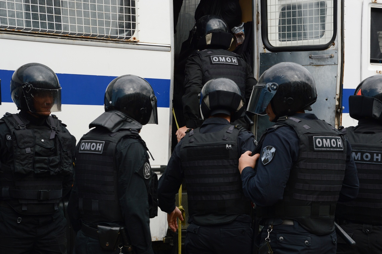 фото ЗакС политика Вишневский подготовил законопроект о деанонимизации силовиков на митингах