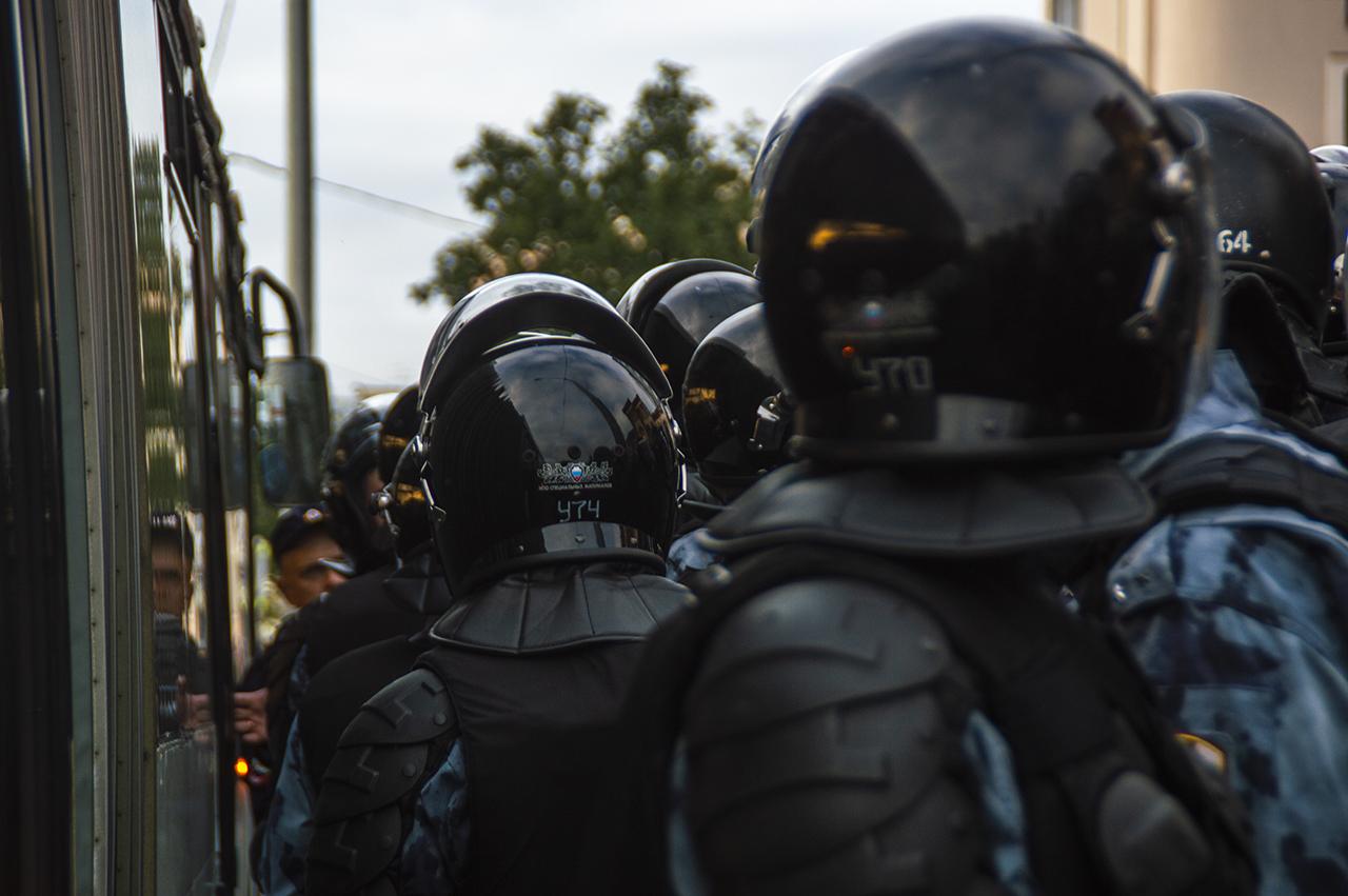 фото ЗакС политика Участник акции у столичного МГИК написал на избивших его полицейских заявление в СК