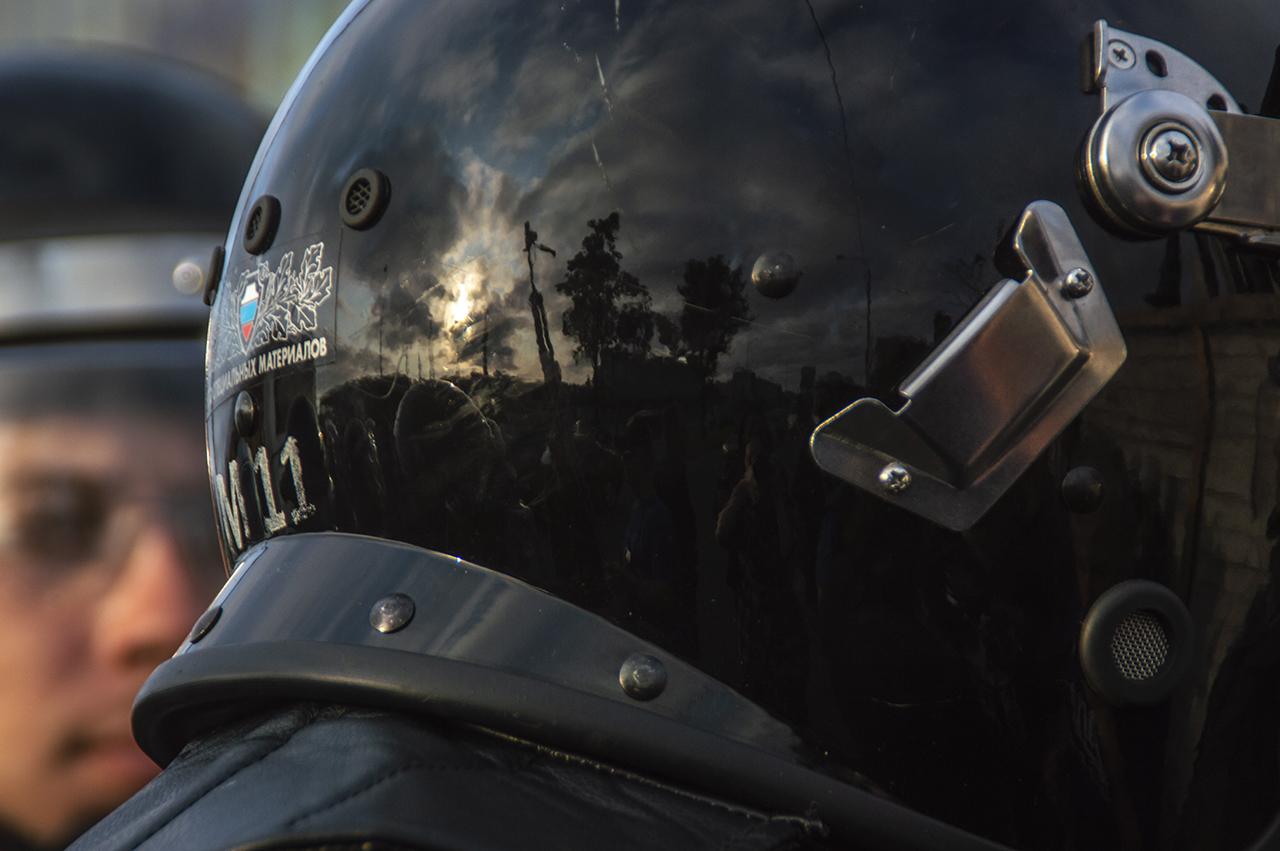 фото ЗакС политика Екатеринбуржцу, участвовавшему в протестах против храма, присудили 3 суток ареста