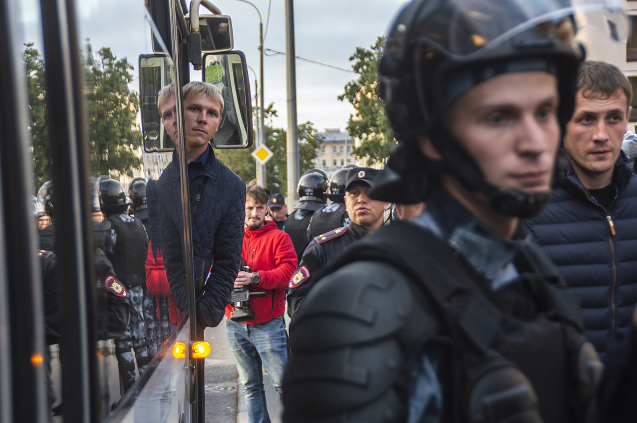 """фото ЗакС политика """"АгитРоссия"""" хочет узнать мнение граждан о Путине и Беглове на согласованном митинге"""