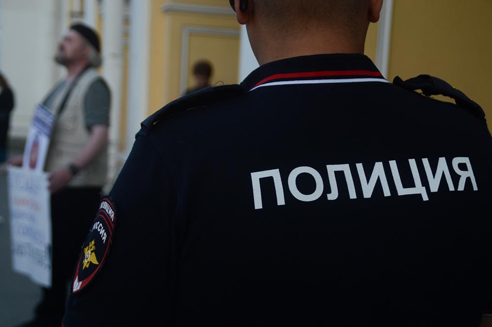 фото ЗакС политика На Лубянке в Москве задерживают политических активистов с плакатами