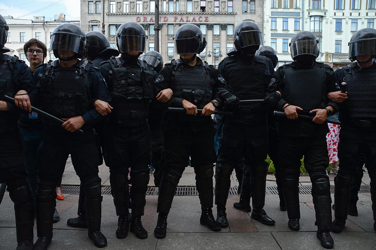 """фото ЗакС политика Песков считает, что идея Грефа """"урезать"""" штат силовиков, """"заслуживает внимания"""""""