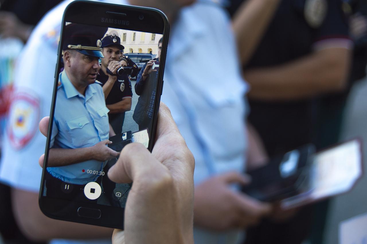 фото ЗакС политика У Смольного задержали протестующих против застройки сквера в Новой Охте и журналиста