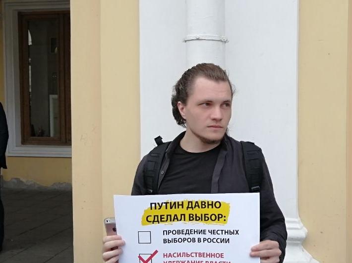 фото ЗакС политика Кандидату в мундепы Чупрунову вменяют нарушение при агитации после пикета на Невском
