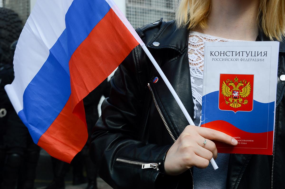 фото ЗакС политика Беглов и Макаров поздравили петербуржцев с Днем флага России