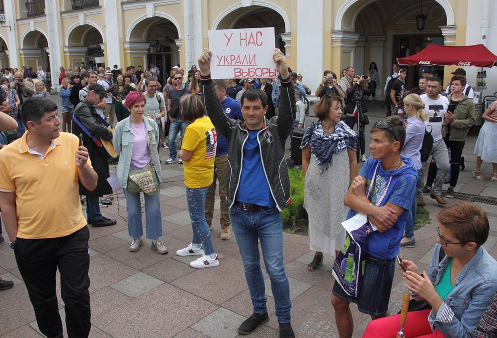 фото ЗакС политика Евгения Мусина оштрафовали на 170 тысяч рублей за одиночные пикеты 10 августа