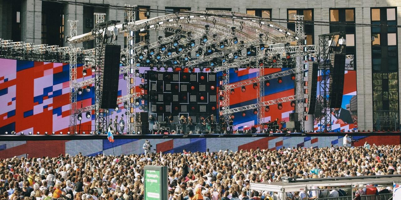 фото ЗакС политика Мэрия Москвы: В праздновании Дня флага России приняли участие около полумиллиона человек