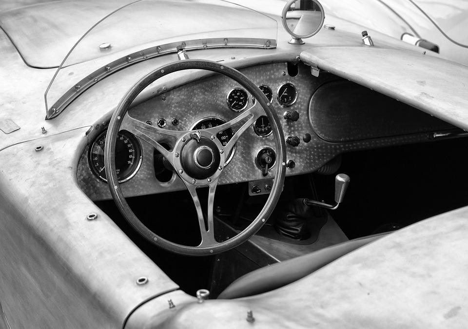 фото ЗакС политика В Госдуме предложили запретить ездить на старых машинах