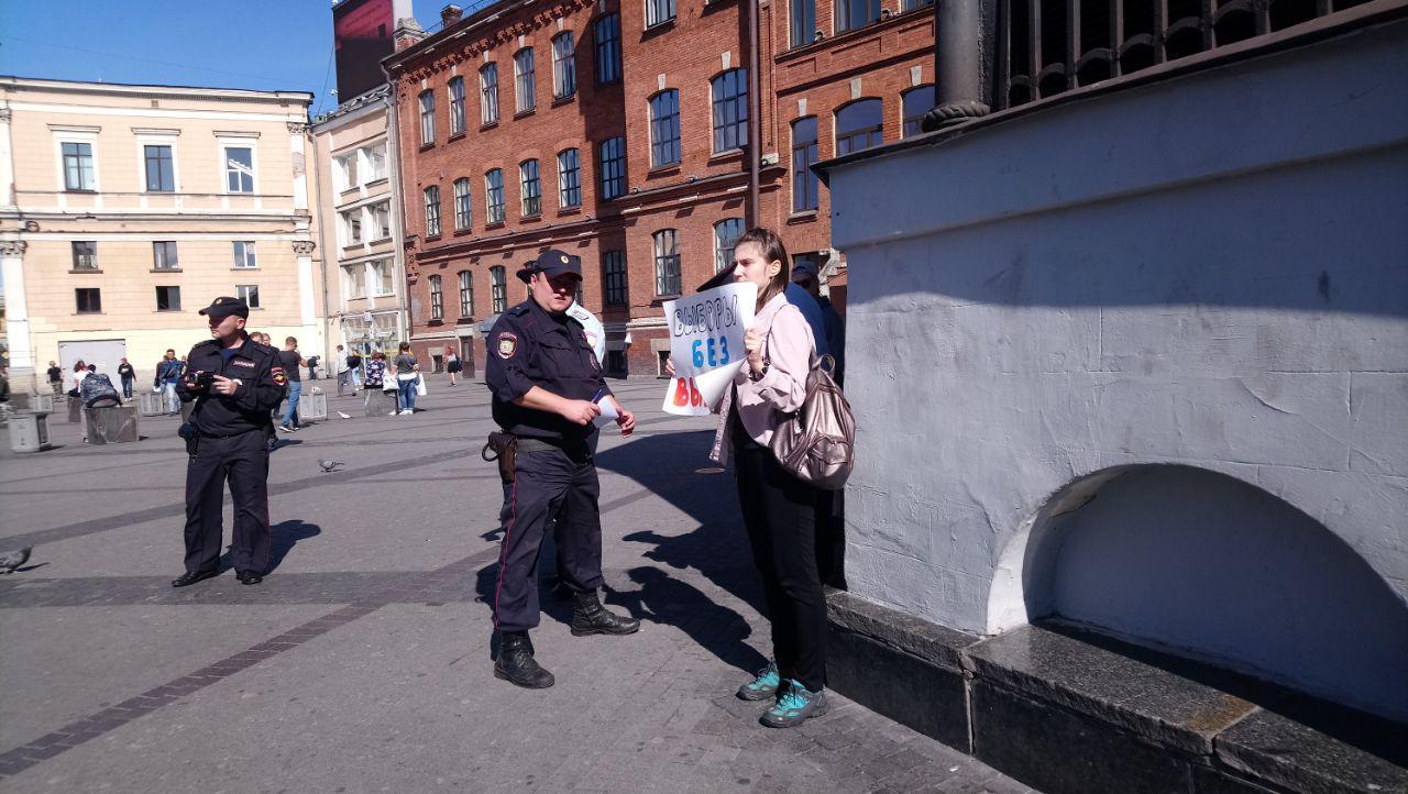 фото ЗакС политика Активисты вышли к площади Восстания в пикеты за честные выборы