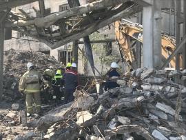 фото ЗакС политика Два человека погибли при обрушении стены здания на промплощадке в Волхове