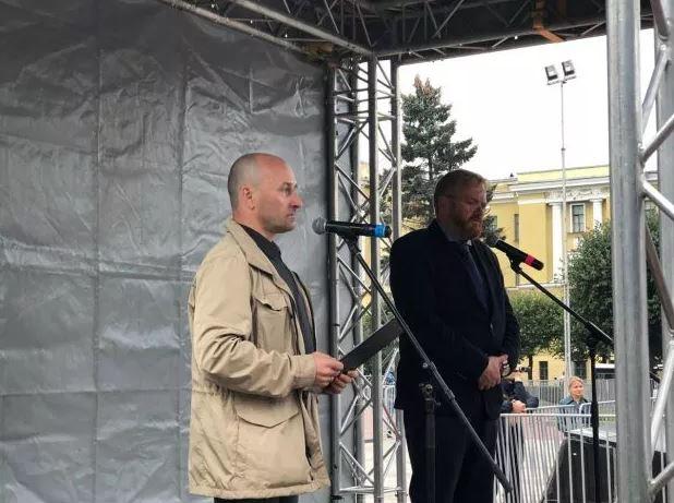 фото ЗакС политика Милонов выступил на митинге ПВО за развитие гражданского общества