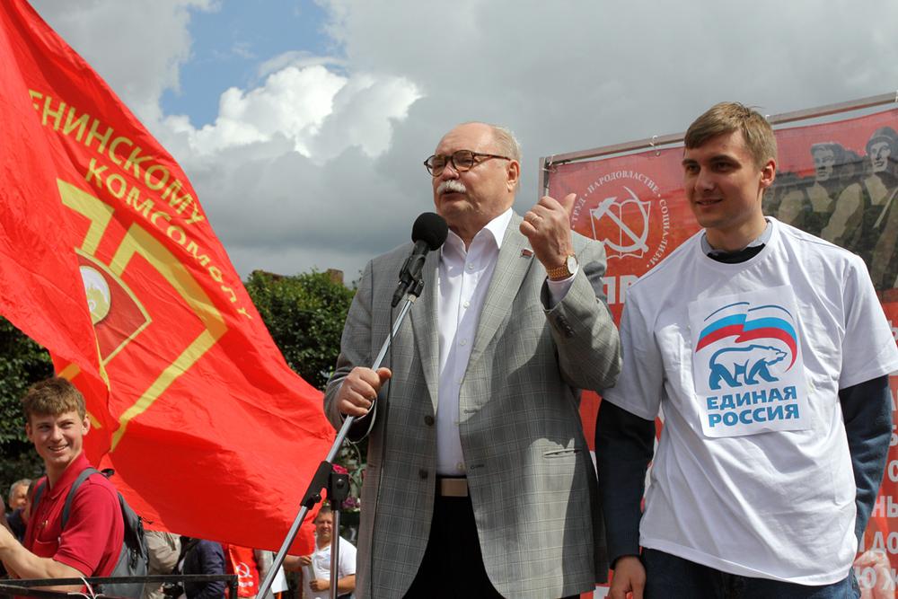 фото ЗакС политика «Недопустимая для коммуниста форма протеста»: Петербургское КПРФ высказалось о снятии Бортко