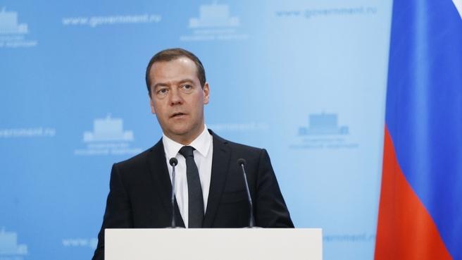 фото ЗакС политика Медведев о российской экономике: У нас все в порядке