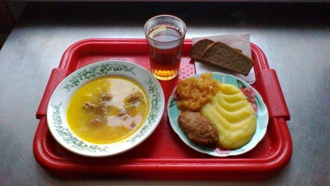 фото ЗакС политика Минпросвещения назвал среднюю цену питания школьника в день
