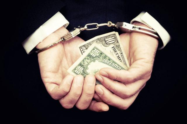 """фото ЗакС политика """"Нецелесобразно передавать малоимущим"""": изъятые у коррупционеров квартиры хотят выставлять на торги"""