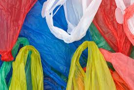 фото ЗакС политика Роспотребнадзор отрицает планы постепенно запретить пластиковые пакеты в России