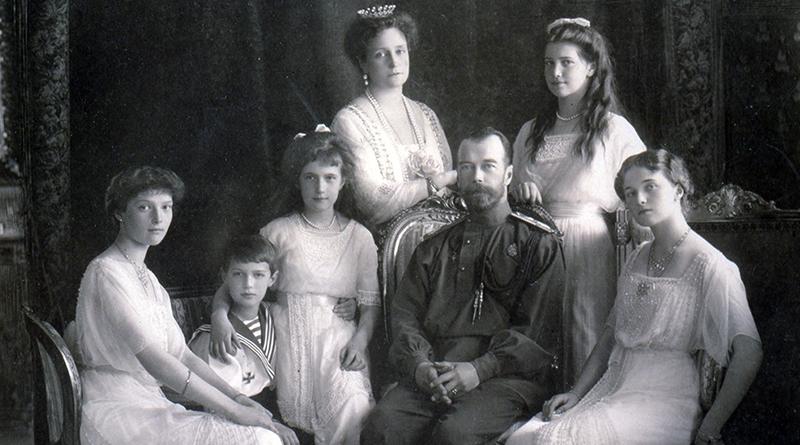 фото ЗакС политика «Коммунистический» муниципалитет поселка Петро-Славянка пригласил на экскурсию о династии Романовых
