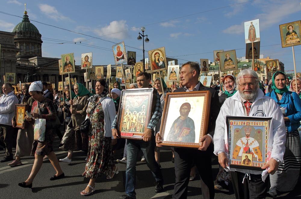 фото ЗакС политика Крестный ход в Петербурге ограничит движение транспорта в районе Казанского собора