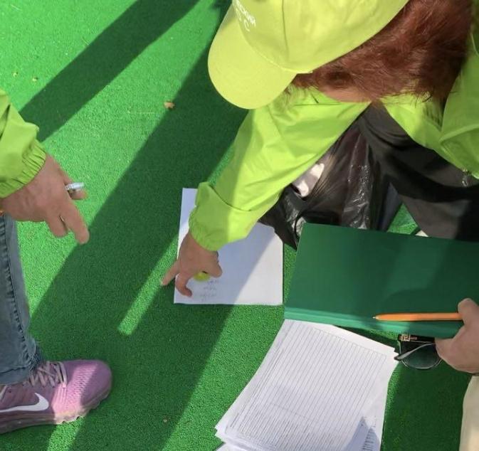 """фото ЗакС политика Активисты сообщили об очереди за """"вознаграждением за голосование"""" на Новосмоленской набережной"""