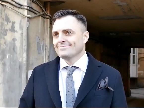 фото ЗакС политика После выборов главы Дворцового округа Грязневич и Смакотин поспорили из-за «твитта»