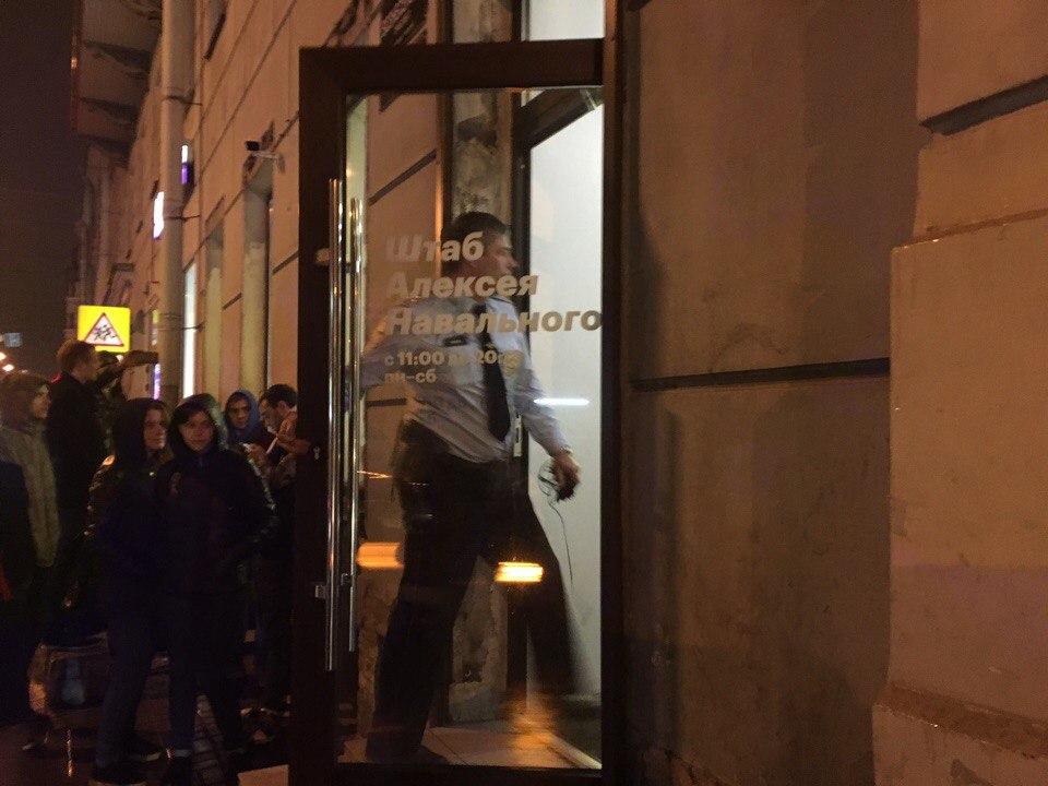 """фото ЗакС политика Петербургское """"Яблоко"""" выразило солидарность со штабом Навального и движением """"Голос"""""""