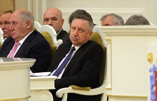 фото ЗакС политика Победившие в МО №72 оппозиционеры убрали из зала заседаний портреты Путина и Беглова